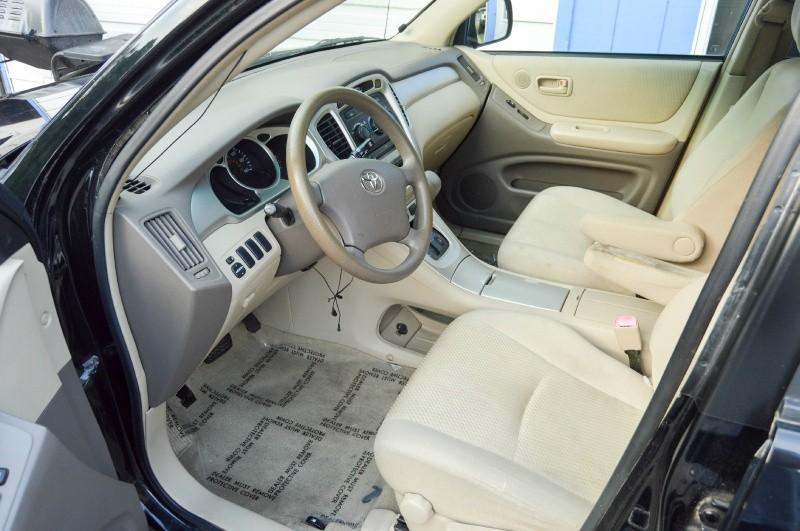 Toyota Highlander 2005 price $2,880
