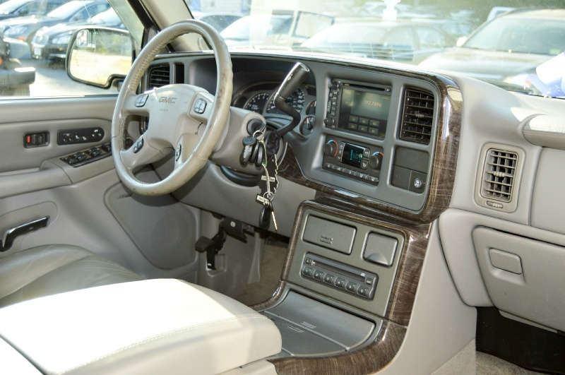 GMC Yukon XL Denali 2006 price $8,970