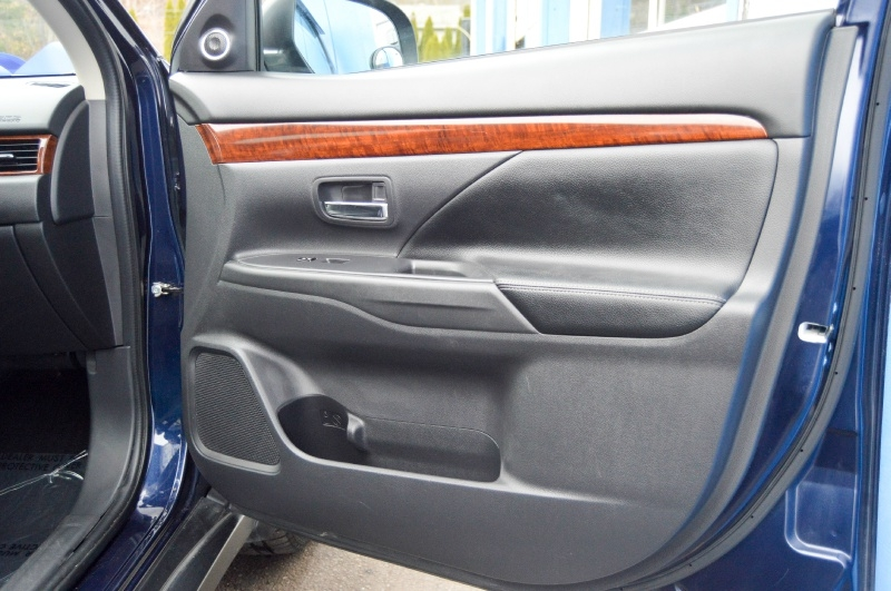 Mitsubishi Outlander 2014 price $10,490