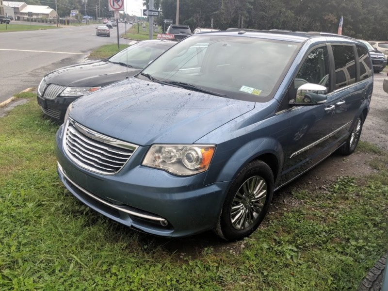 Chrysler Town & Country 2011 price $9,495