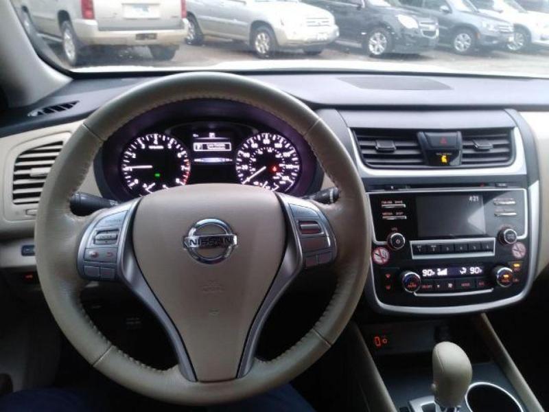 Nissan Altima 2017 price $15,750