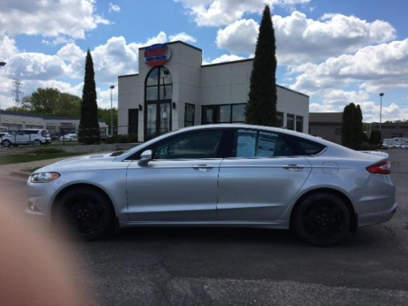Ford Fusion 2016 price $17,995