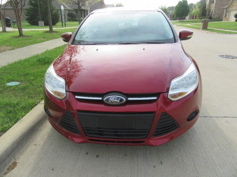 Ford Focus 2013 price $8,995