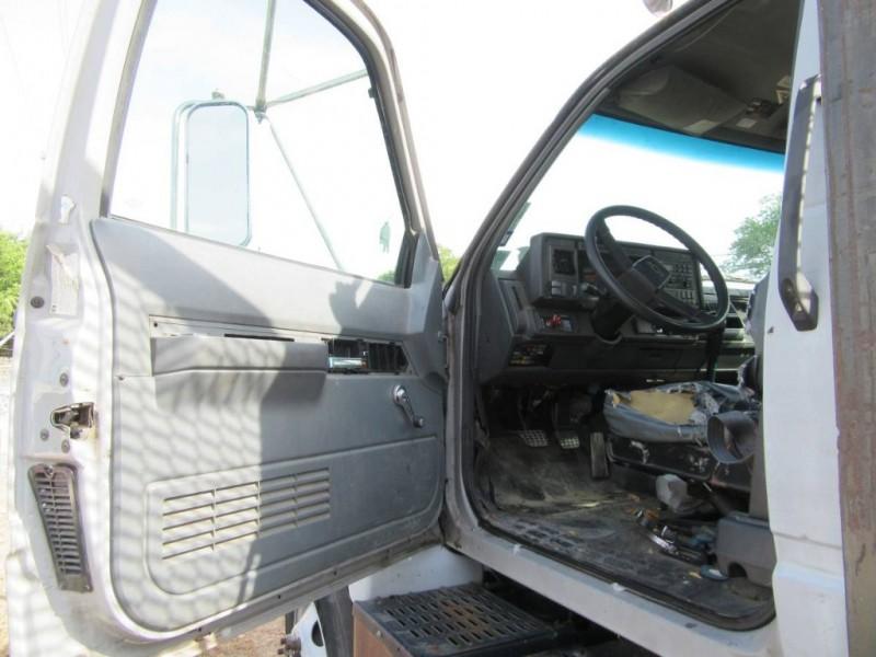 GMC C8500 2002 price $10,900