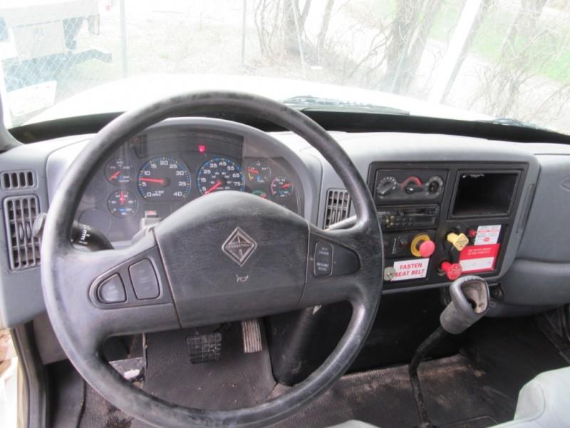 International DuraStar 4300 Bucket Boom Truck 2005 price $16,950