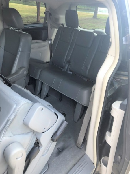 Volkswagen Routan 2012 price $6,450