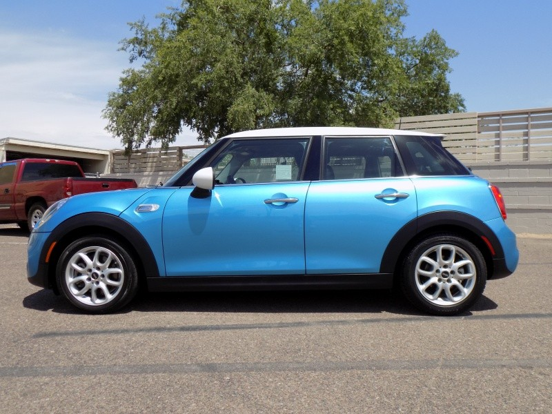 Mini Cooper Hardtop 4Dr 2015 price $12,950