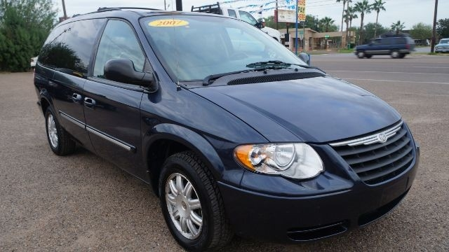 2007 chrysler town country touring inventory f1 motors auto dealership in pharr texas. Black Bedroom Furniture Sets. Home Design Ideas