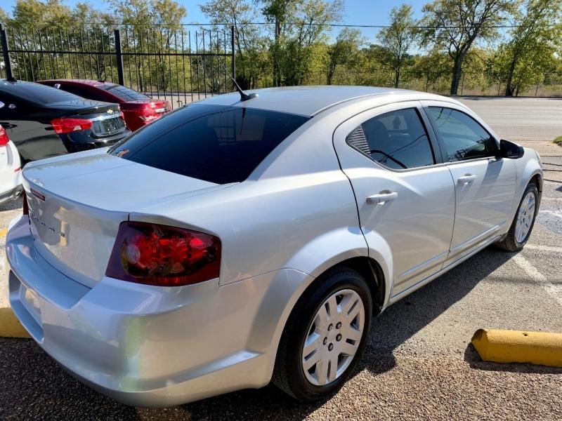 Dodge Avenger 2011 price $1,500