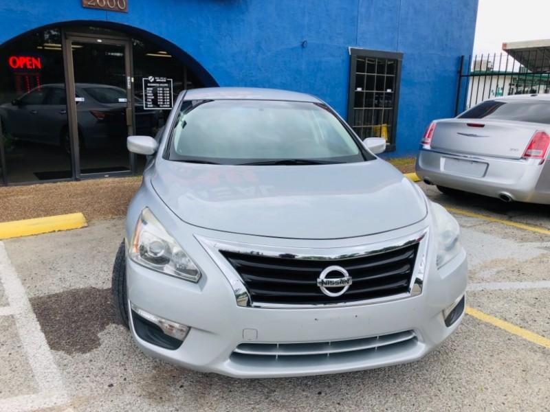 Nissan Altima 2015 price $1,400