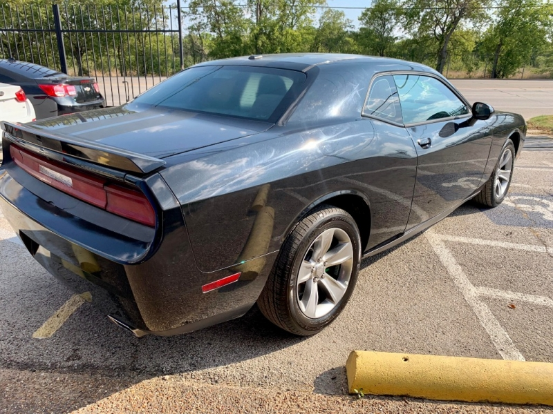 Dodge Challenger 2011 price $2,000