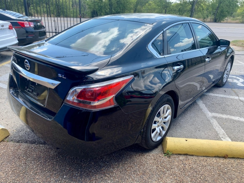 Nissan Altima 2015 price $1,600 Down