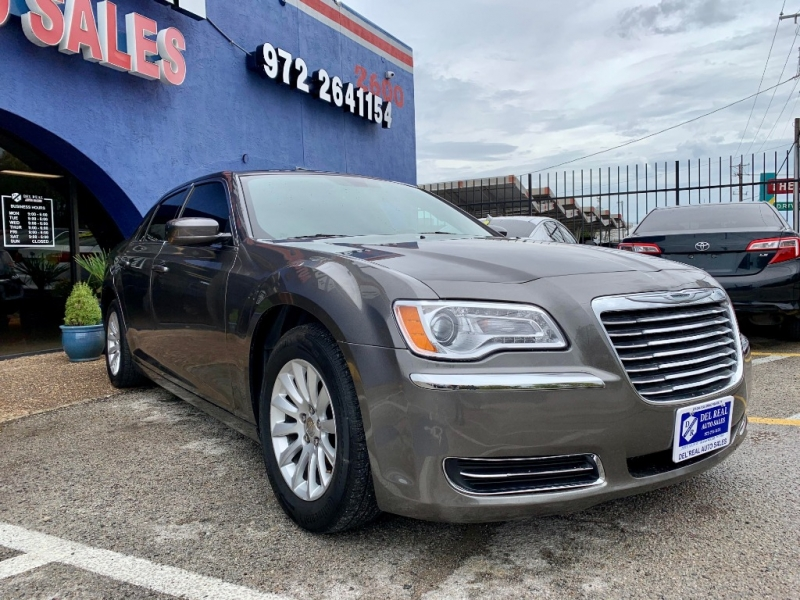 Chrysler 300 2013 price $1,900