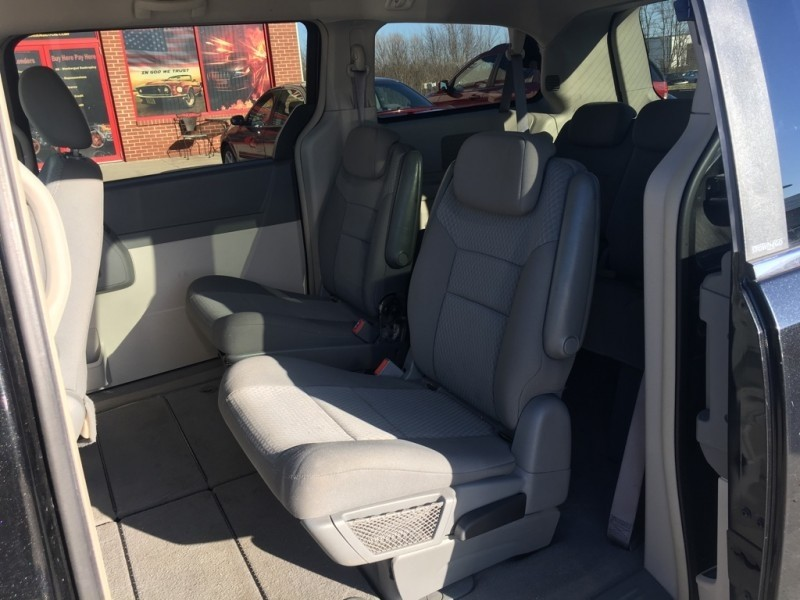 Chrysler Town & Country 2010 price $6,999 Cash