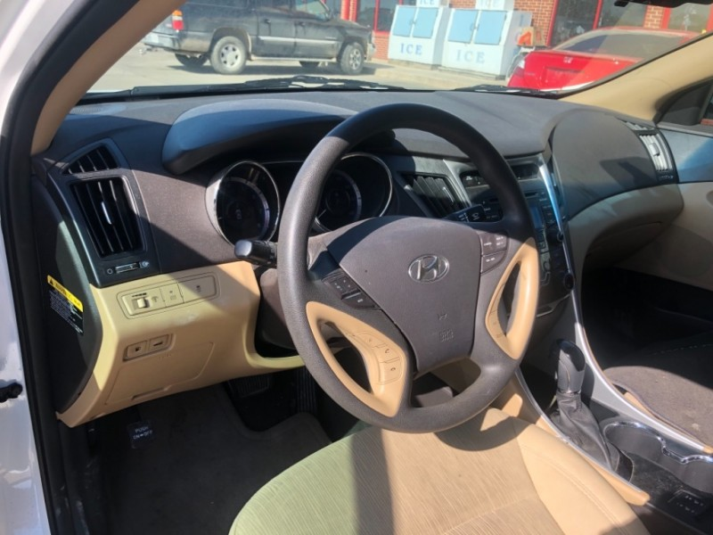 Hyundai Sonata 2013 price $9,998 Cash