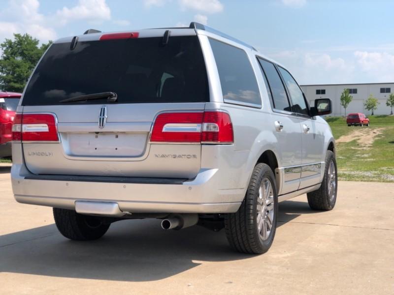 Lincoln Navigator 2010 price $8,999