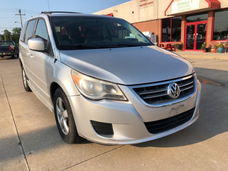 Volkswagen Routan 2009 price $8,999 Cash