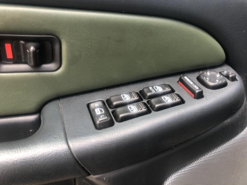 Chevrolet Avalanche 2002 price $7,999 Cash