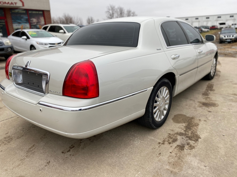 Lincoln Town Car 2004 price $5,999 Cash