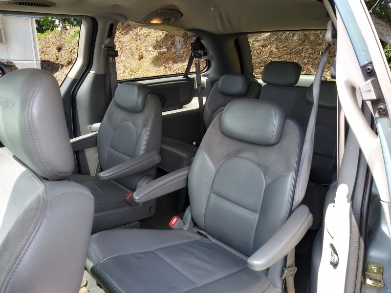 Chrysler Town & Country 2005 price $0