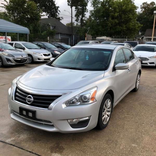 Nissan Altima 2015 price $7,988