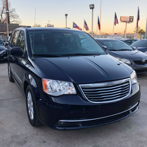 Chrysler Town & Country 2015 price $7,288