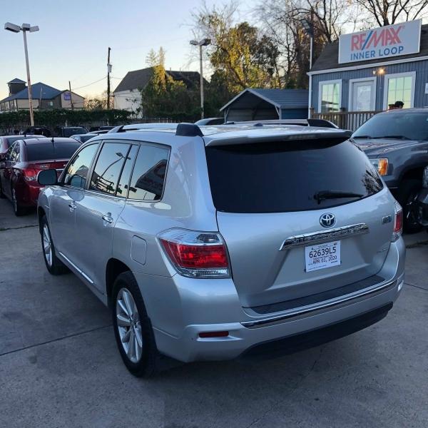 Toyota Highlander Hybrid 2012 price $13,500