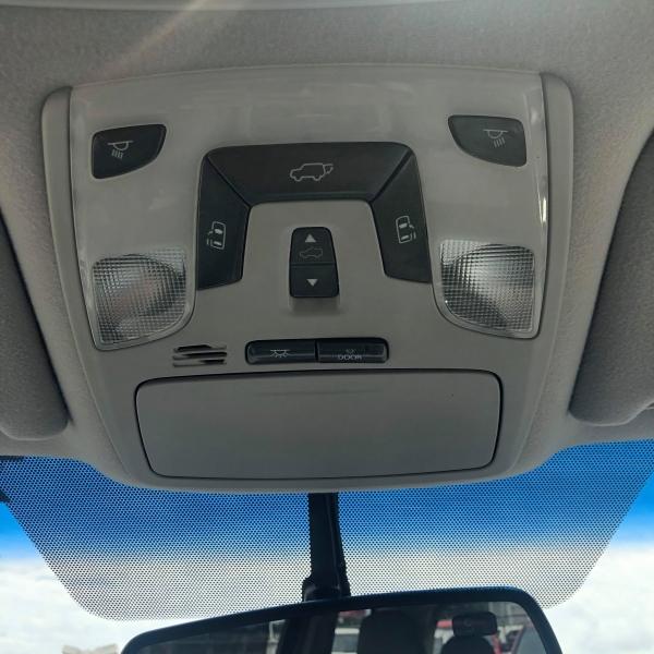 Toyota Sienna 2012 price $9,817