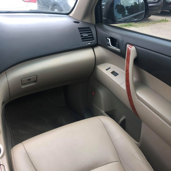 Toyota Highlander 2010 price $10,288