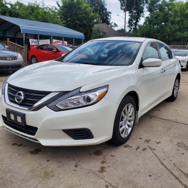 Nissan Altima 2016 price $10,100
