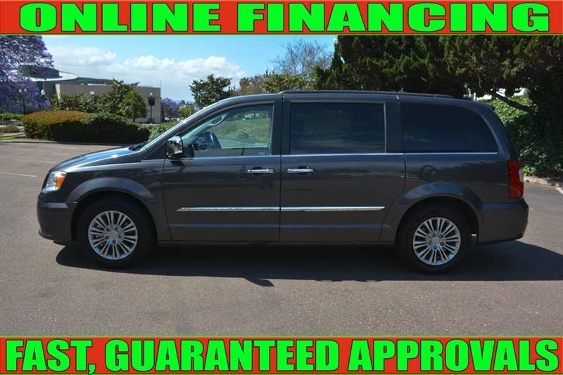 Chrysler Town and Country 2016 price $22,990