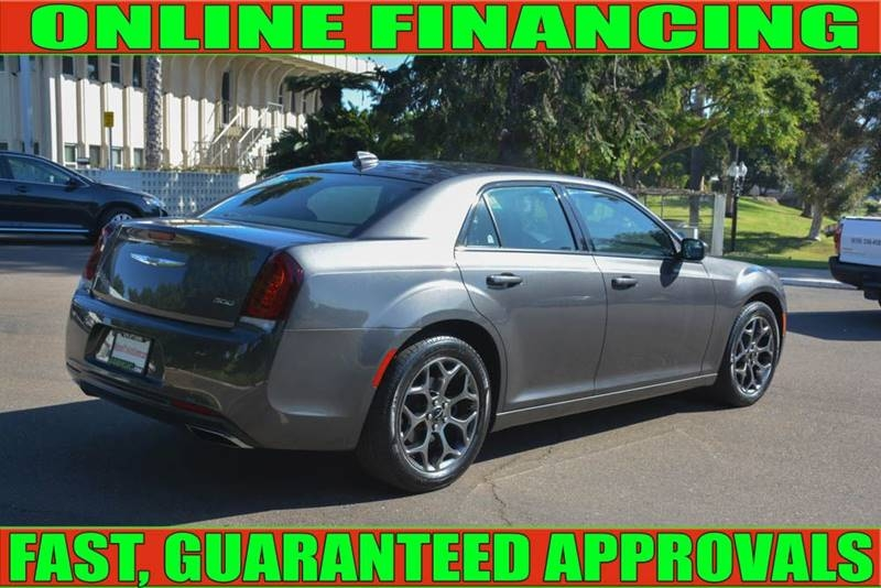 Chrysler 300 2018 price $20,700