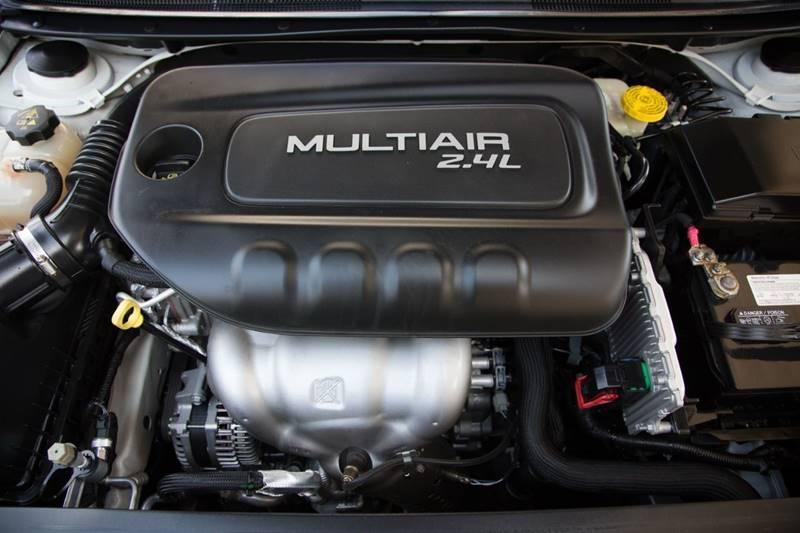 Chrysler 200 2016 price $13,870