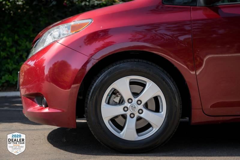 Toyota Sienna 2016 price $18,900