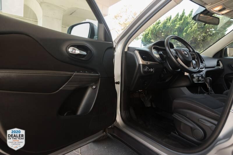 Jeep Cherokee 2015 price $13,900